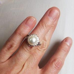 Jewelry - Pearl and rhinestone fashion ring 4.75 5